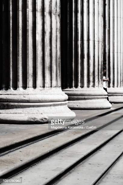 colonnade by steps during sunny day - london court stock pictures, royalty-free photos & images