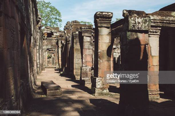 colonnade of old temple building - bortes stock pictures, royalty-free photos & images