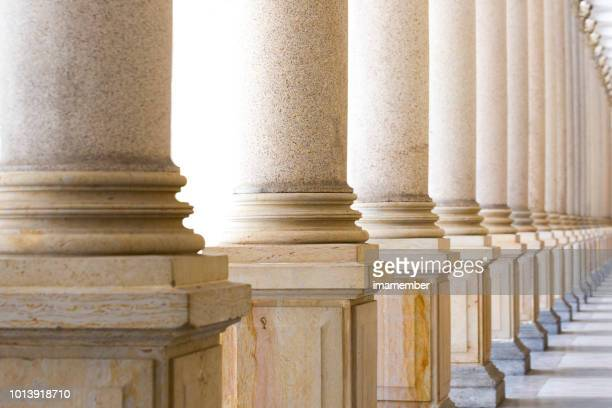 colonnade, row of classical stone columns, background with copy spaced - politics imagens e fotografias de stock