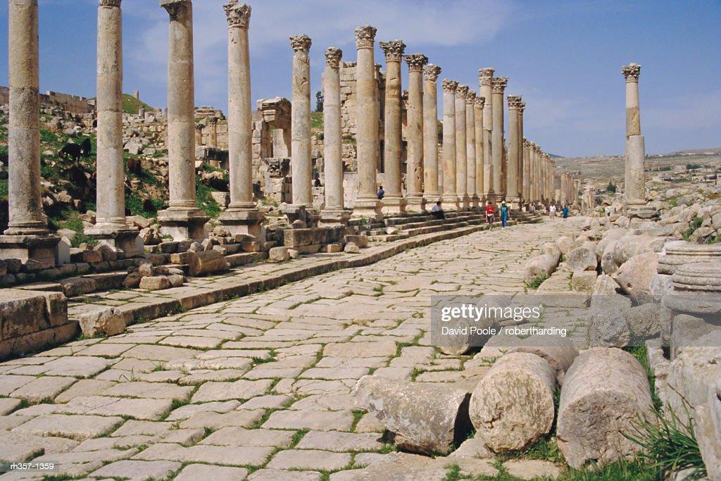 Colonnaded street, Roman ruins, Jerash, Jordan, Middle East : Stockfoto