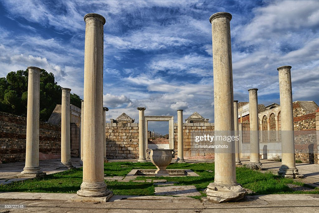Colonnaded synagogue forecourt in sardes,manisa : Foto stock