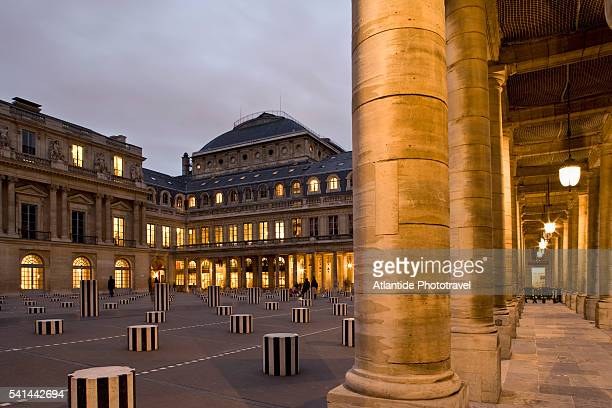 colonnes de buren by daniel buren in the cour d'honneur - colonnes de buren photos et images de collection