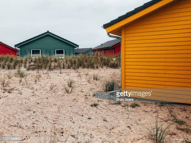 color houses in dune island. - helgoland stockfoto's en -beelden