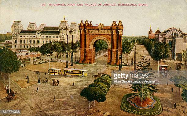 Color postcard of Triumphal Arch and Palace of Justice Barcelona Spain circa 1915