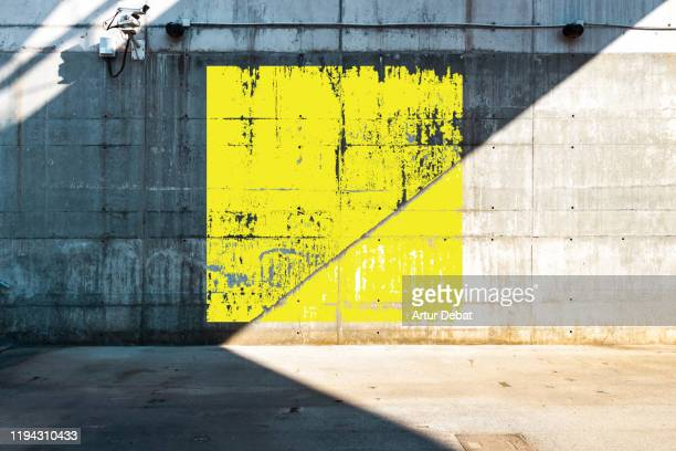 color square geometry painted in minimal urban architecture. - wand stock-fotos und bilder