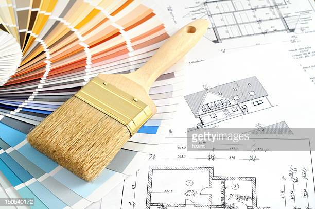 Farbprobe für Renovierung Werkzeuge und Pinsel