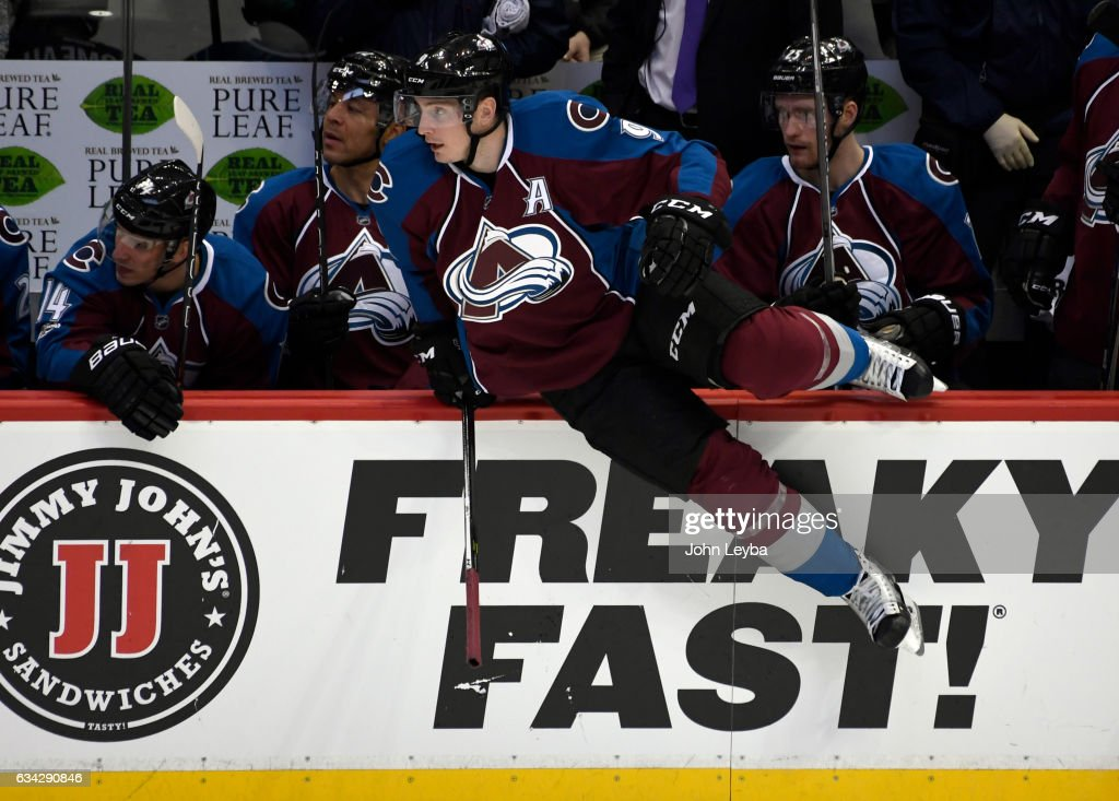 Colodrado Avalanche versus the Montreal Canadiens : News Photo