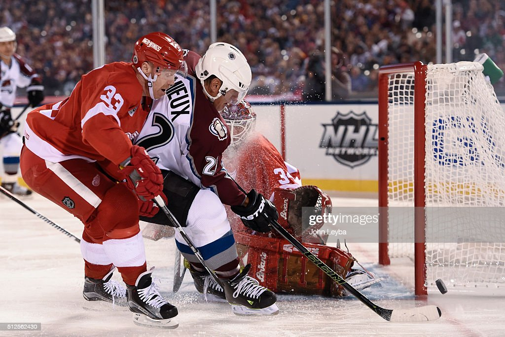 Colodrado Avalanche vs the Detroit Red Wings at Coors Field : ニュース写真