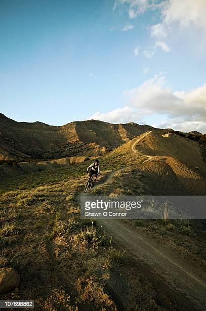usa, colorado, fruita, man mountain biking on mountain track - fruita colorado stock pictures, royalty-free photos & images