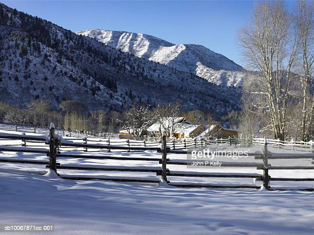 usa, colorado, new castle, east elk creek, snow covered fences and ranch buildings - コロラド州 ニューキャッスル ストックフォトと画像