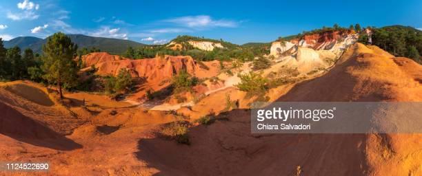 colorado provençal de rustrel - alpes de haute provence stock pictures, royalty-free photos & images