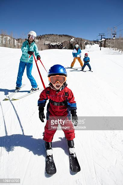 usa, colorado, telluride, family skiing together - travelstock44 stock pictures, royalty-free photos & images