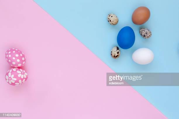 色付きのイースターエッグ - 四月 ストックフォトと画像