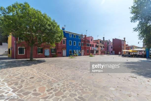 colored house on the island of burano, venice - 玉石 ストックフォトと画像