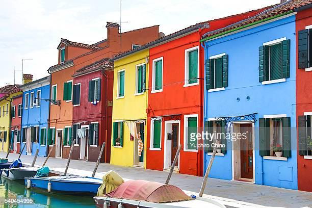 colored houses in burano, italy - burano foto e immagini stock