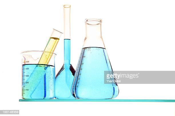 Liquides colorés en tube à essai, Récipient à bec verseur et flasks