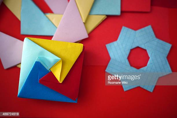 How To Make An Origami Star Box - Folding Instructions - Origami Guide | 409x612