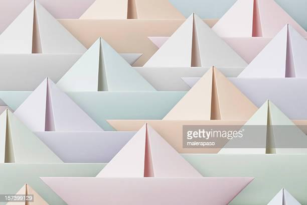 barcos de papel de color - origami fotografías e imágenes de stock