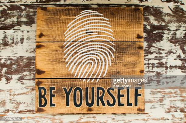 """colored short phrase """"be yourself"""" painting on a wall - citation photos et images de collection"""