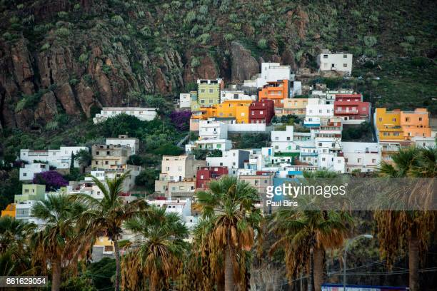 colorful apartments built on the side of a mountain, playa de las teresitas , canary islands, spain, europe - isla de tenerife fotografías e imágenes de stock