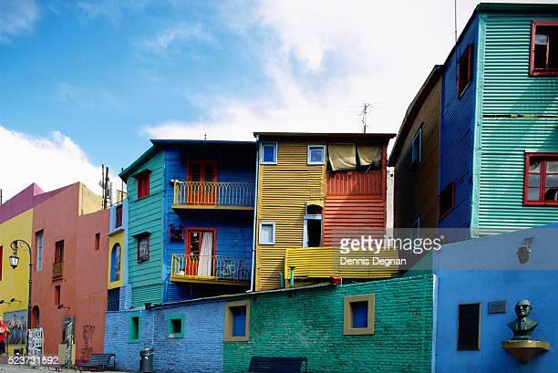 colorful apartments on caminito street - argentina foto e immagini stock