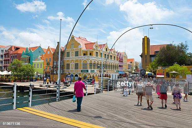 Colorida arquitectura en Willemstad, Curacao