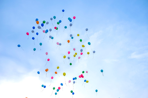 Colorful balloons flying away in blue sky. Wedding ceremony. - gettyimageskorea