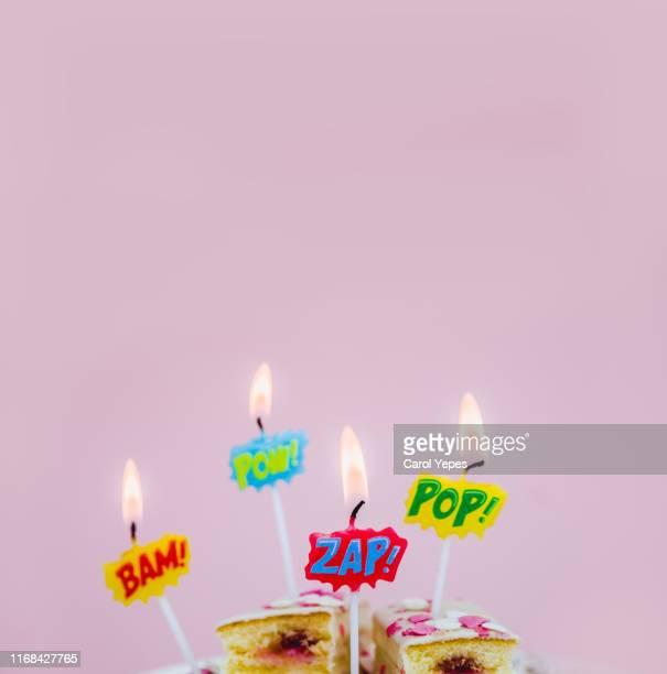 colorful birthday candles with cartoon speech bubbles - anniversaire humour photos et images de collection