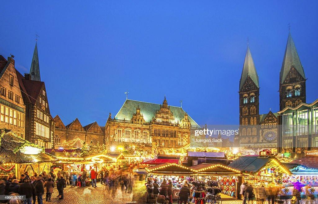 カラフルなブレーメンクリスマスマーケット : ストックフォト