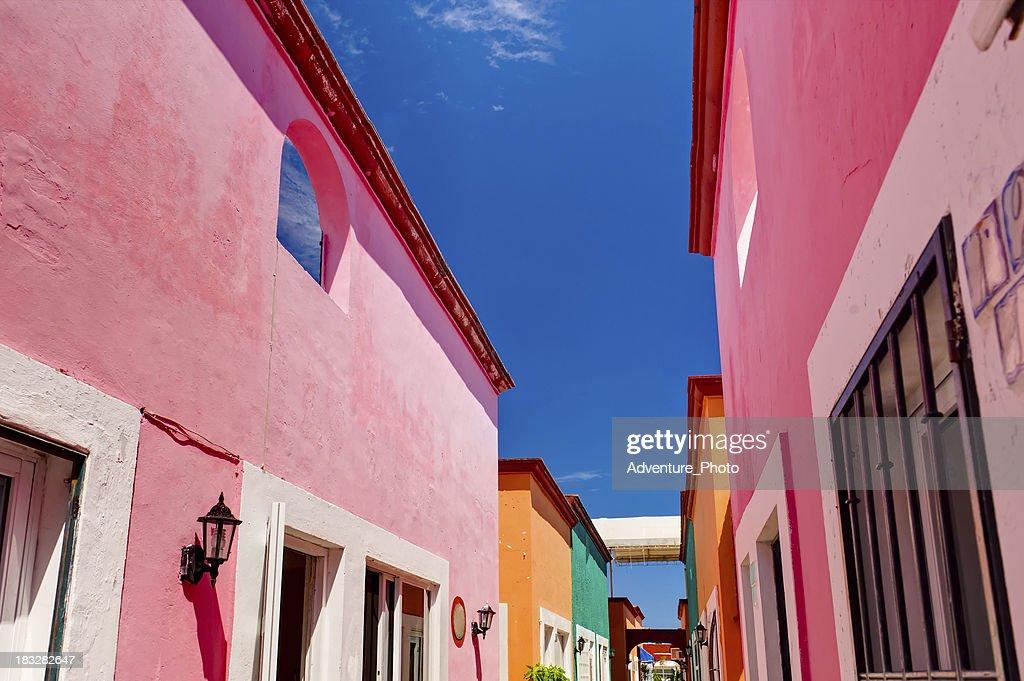 メキシコのカラフルな建物 : ストックフォト