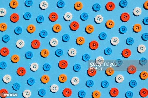 colorful buttons - grand groupe d'objets photos et images de collection