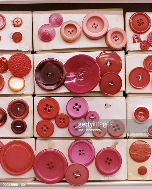 colorful buttons - knoop naaigerei stockfoto's en -beelden