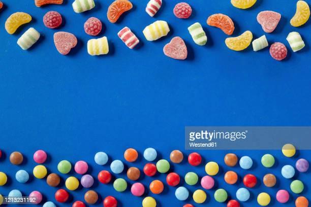 colorful candies on bue background, copy space - comida doce imagens e fotografias de stock
