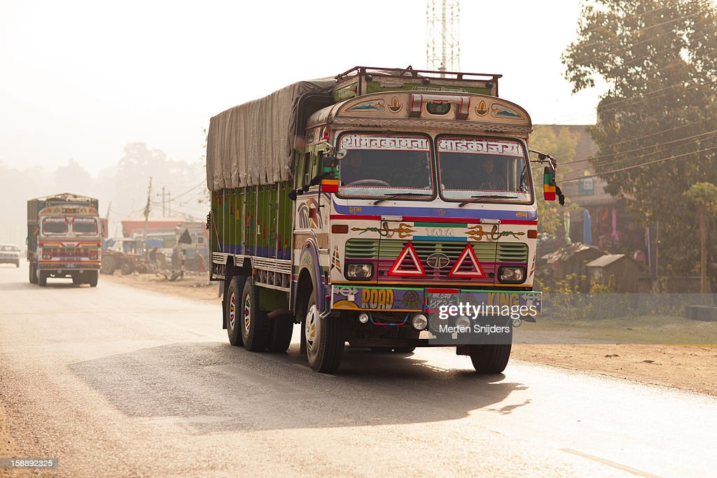 Colorful cargo truck on dusty road : Stockfoto