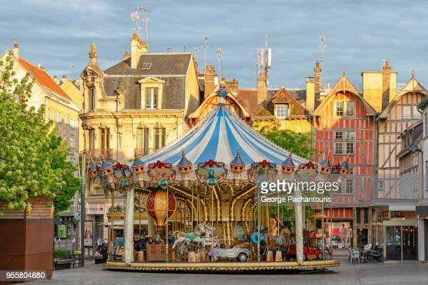colorful carousel - troyes champagne ardenne photos et images de collection