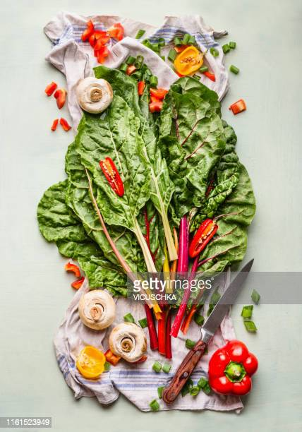colorful chard bunch with ingredients and knife - kohlenhydratarme diät stock-fotos und bilder