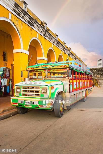 Poulet coloré Bus de Carthagène en Colombie