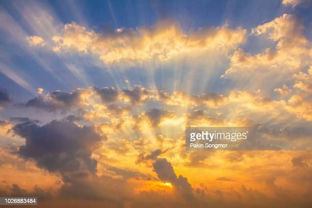 colorful clouds on the dramatic sunset sky - sonnenstrahl stock-fotos und bilder