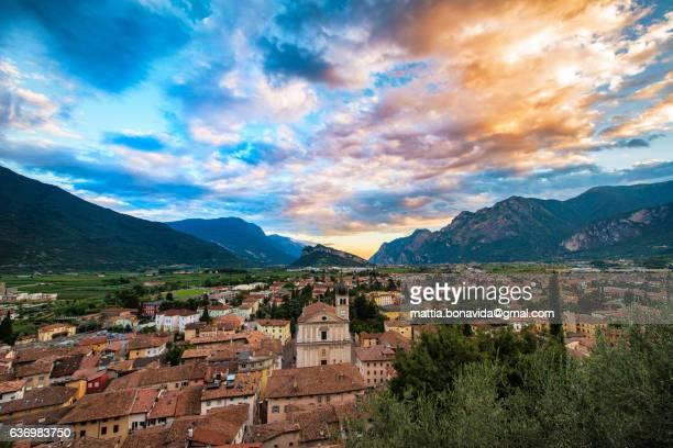 colorful clouds. - trento foto e immagini stock