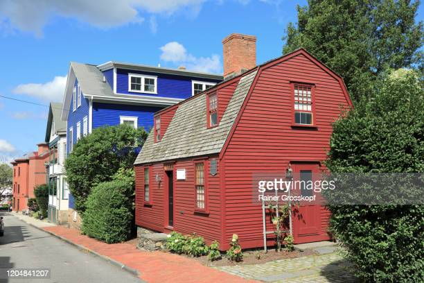colorful colonial homes in the historic district of newport - rainer grosskopf stock pictures, royalty-free photos & images