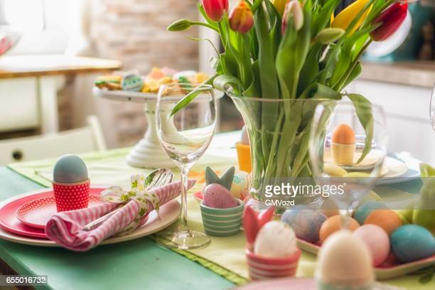 colorful decorated easter place setting - pasqua foto e immagini stock