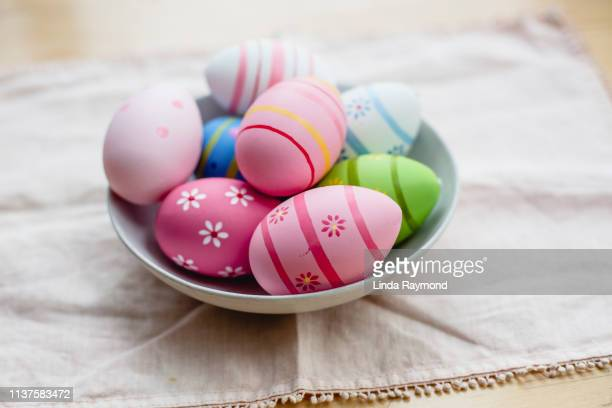 colorful easter eggs - ornato foto e immagini stock