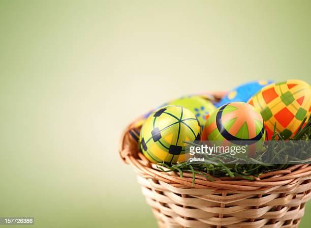 uova di pasqua colorate - gilaxia foto e immagini stock