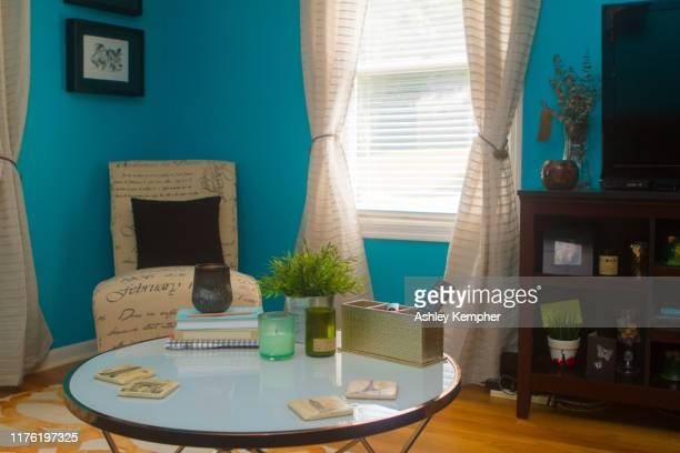 colorful eclectic living room 3 - ashley grace stock pictures, royalty-free photos & images