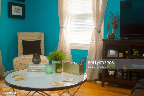 colorful eclectic living room 4 - ashley grace stock pictures, royalty-free photos & images