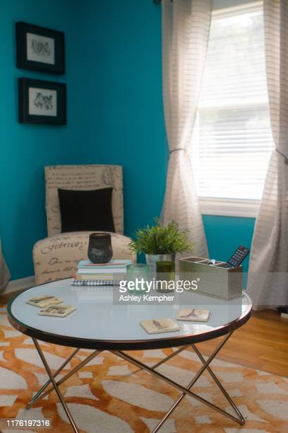 colorful eclectic living room 5 - ashley grace stock pictures, royalty-free photos & images