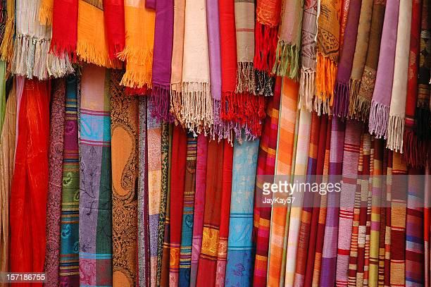 colorido telas de - cultura marroquí fotografías e imágenes de stock