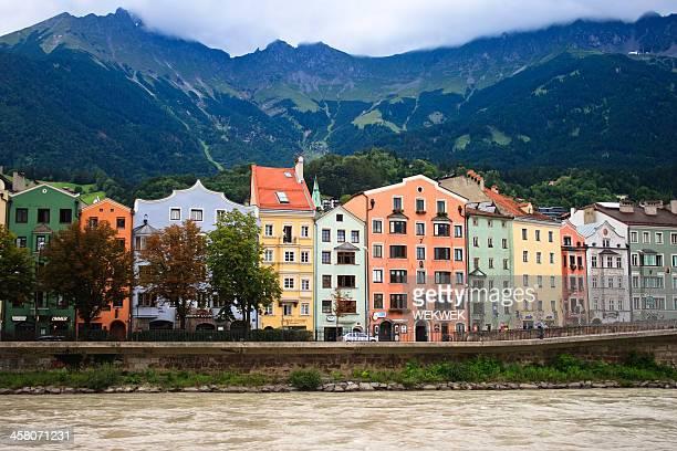 カラフルなファサード,インスブルック,オーストリア - 北チロル ストックフォトと画像