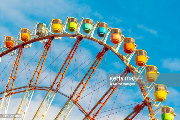 colorful ferris wheel in odaiba, tokyo - ferris wheel stock pictures, royalty-free photos & images