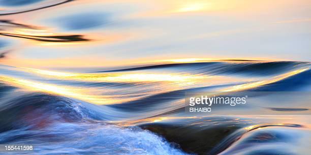Colorido agua que fluye